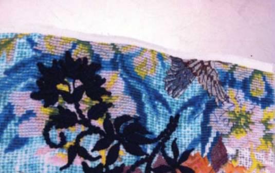 Bordado Rústico sobre tecido estampado. Criação Farm.